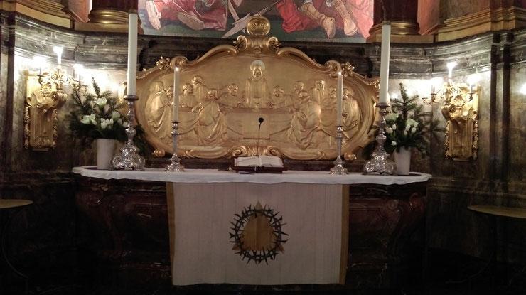 Der Altar hat ein Mosaikbild von Ernst Pfannschmidt (1911) in der St. Michaelis Kirche in Hamburg; Bild: 25. Dezember 2017