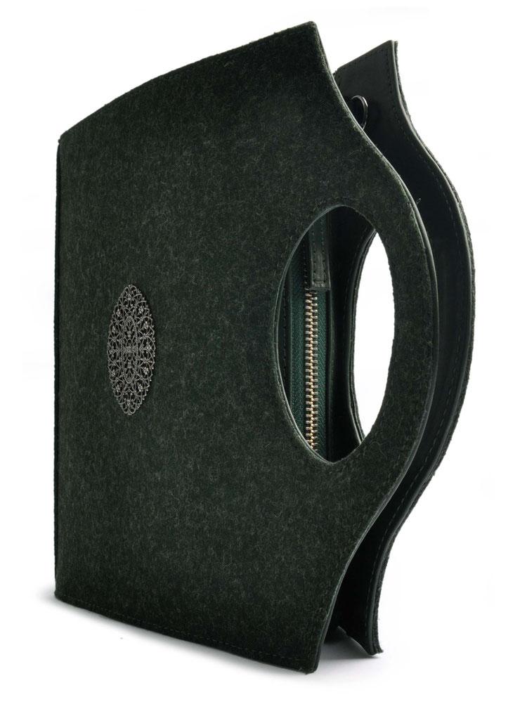Trachtentasche Clutch in blau . Dirndltasche . Crossovertasche . OSTWALD Traditional Craft