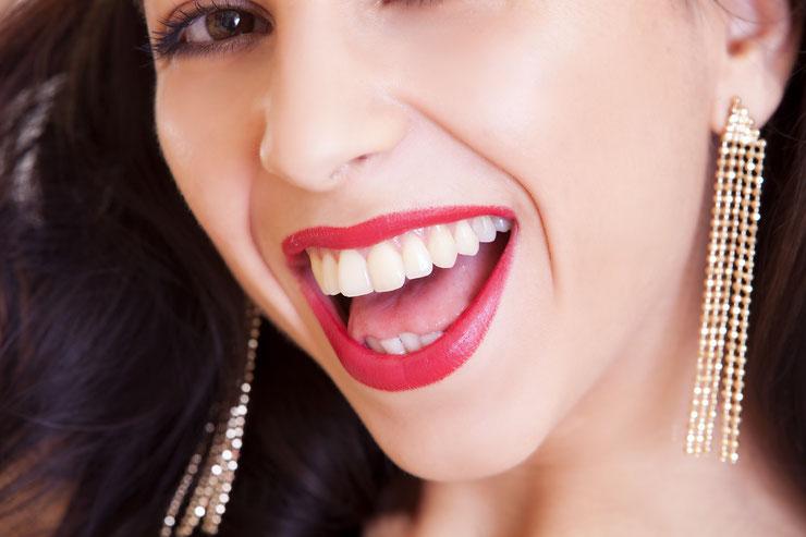 Mit einer Zahnzusatzversicherung erhalten auch Sie Ihr strahlendes Lächeln.  Die Experten von Expertencheck24 führen nach Ihren persönlichen Anforderungen einen Versicherungsvergleich von Zahnzusatzversicherungen durch und beraten Sie unabhängig.