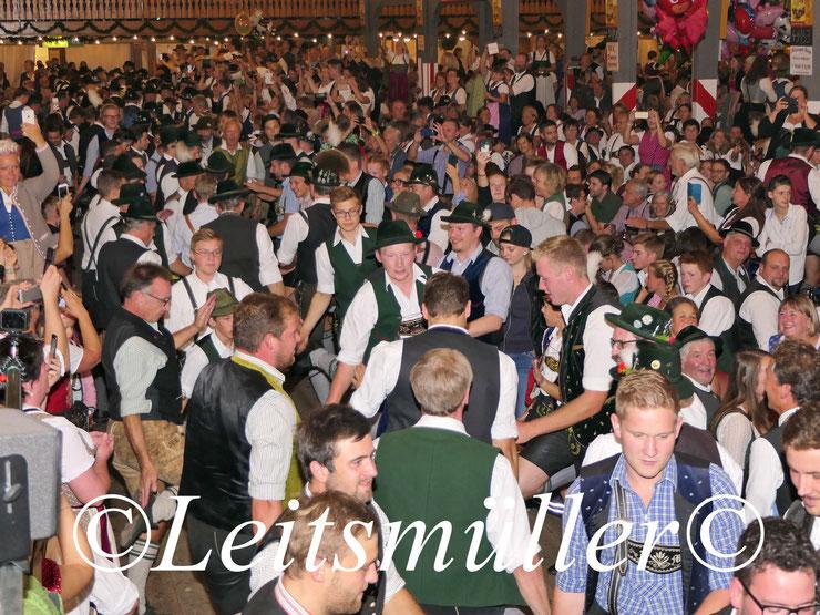 Bayerischer Abend im Flötzinger Festzelt