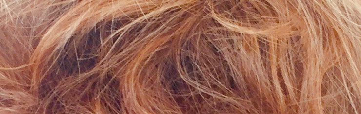 Bewusstes Haare Schneiden ermöglicht es dem Haar, seinen Raum einzunehmen und seine Natürlichkeit zu zeigen.