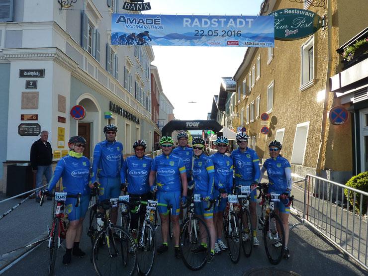Amade Radmarathon : Birgit, Hoss, Gabi, Claus, Erich, Krissi, Jürgen, Gernot, Lydia (v.l.n.r.)