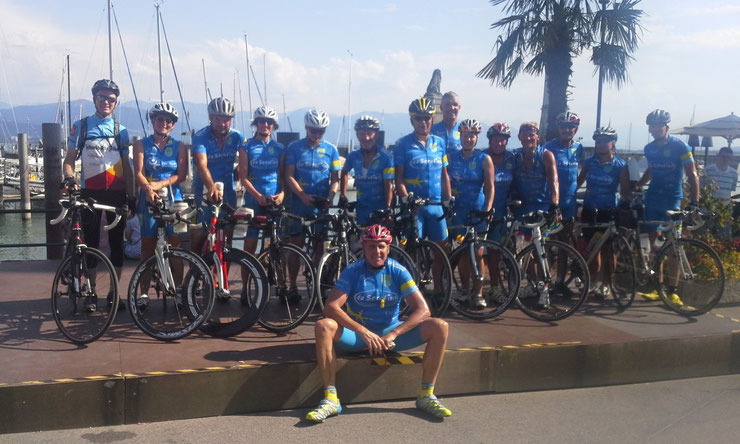 ... die Gruppe Radtreff Biberach in Lindau am Hafen...
