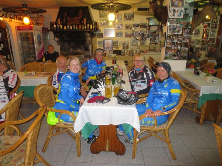 20.03.2015 - Gruppe Gesellig nach der Tour im BOY.