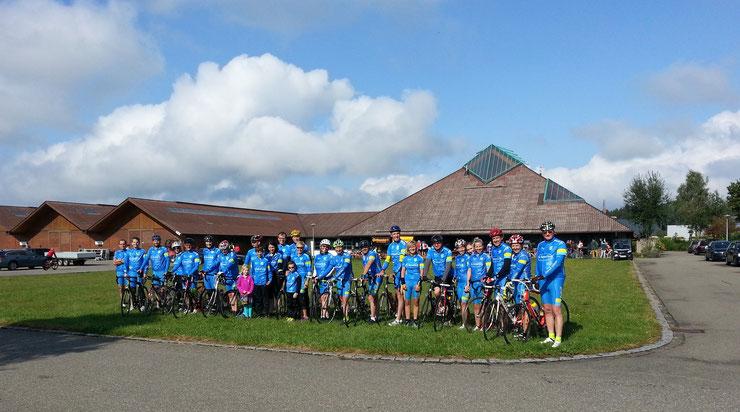 Gruppenbild mit den Teilnehmer vorm Start in Bad Waldsee
