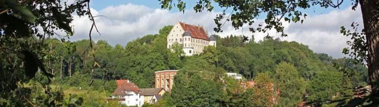 ... Tour führt hinein ins Risstal und um das Warthauser Schloss ...