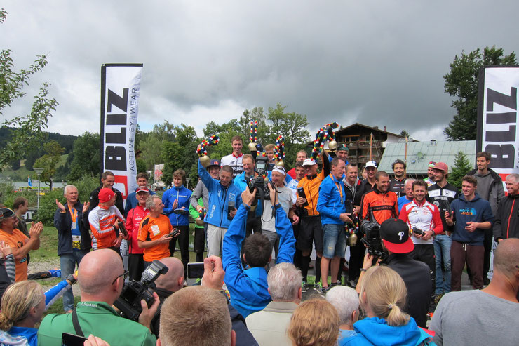 ...gemeinsames Siegerfoto mit den Hawaiisiegern Sebastian Kienle, Thomas Hellriegel & Faris Al-Sultan...