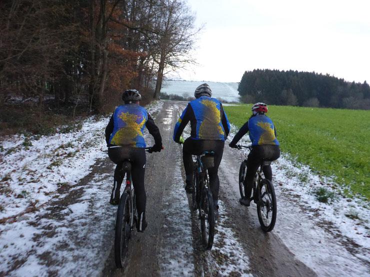 ... ideales MTB Wetter --> mit viel Schnee, Schlamm und Dreck ...