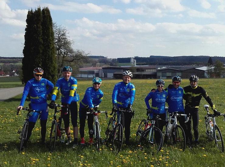 """21 Teilnehmer(innen) bei der Ausfahrt """"Schloss Zeil"""" - im Bild die Gruppe Aktiv/Sportlich"""