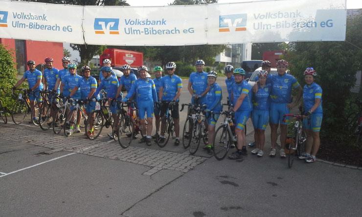 Radtreff Biberach mit seinen 19 Teilnehmern vor dem Start in Bad Schussenried