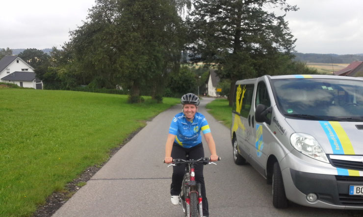 Spitze !!! Neumitglied und Radsportneuling Martina wird mit dem Mountainbike mitfahren