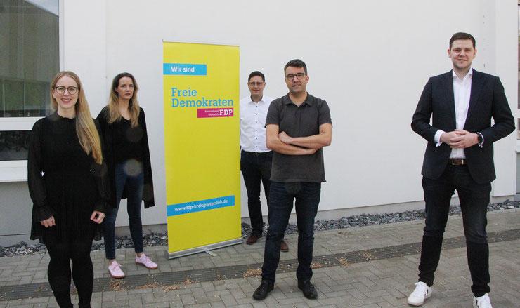 Spitzenkandidat Patrick Büker (rechts) mit Berit Seidel (v.l.n.r., Listenplatz 3), Manuela Schwartz (Listenplatz 6), Dirk Bursian (Listenplatz 5) und Simon Gerhard (Listenplatz 2). Es fehlt Michael zur Heiden (Listenplatz 4).