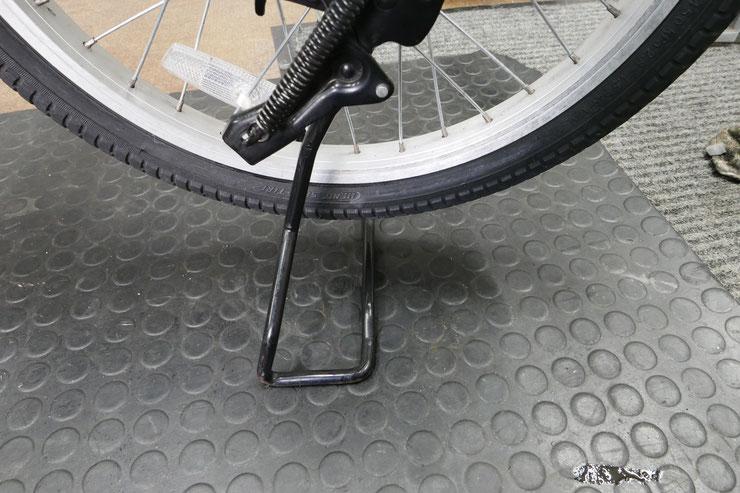 電動アシスト自転車のベロ付きスタンド