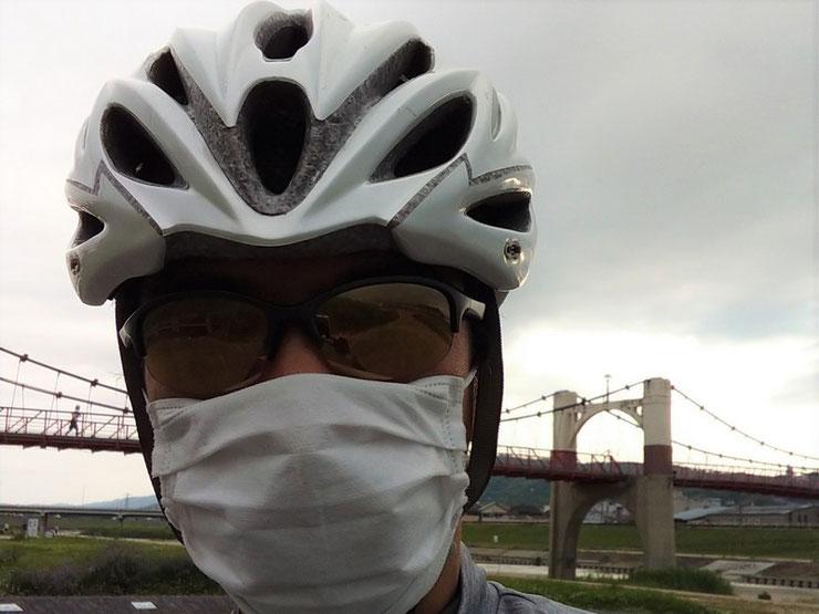 ヘルメット、サングラス、マスク