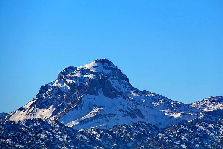Zoom sur le Pic d'Anie, légèrement recouvert de neige...