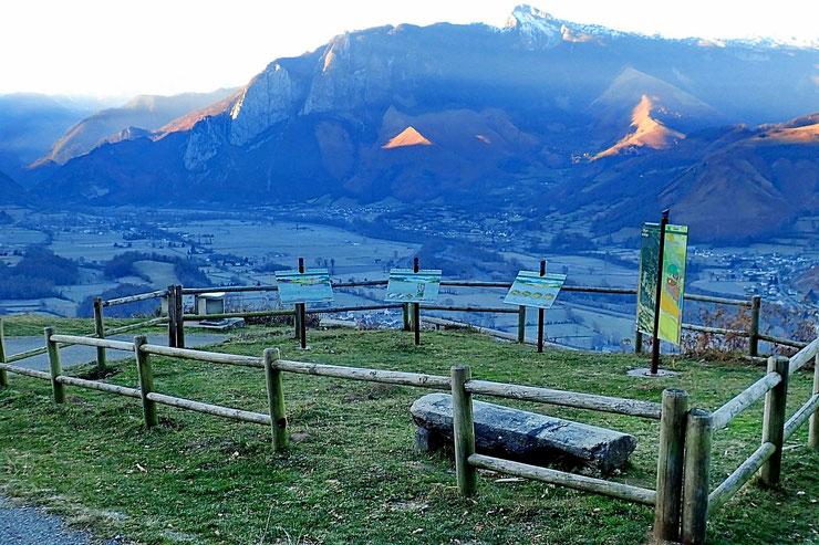 Table d'orientation qui offre une superbe vue sur la Vallée d'Aspe.