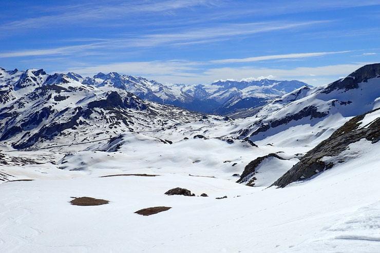 Toujours du Col d'Anéou, vue sur le Col du Pourtalet.