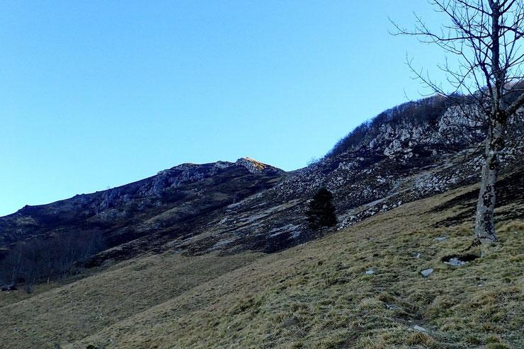 Droit devant, le Pic de Teulère.