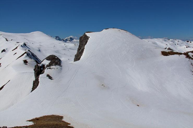 Me voilà sur le petit Pic de la Gradillère (2255m). Le véritable pic (2271m) est un peu plus loin, mais il faut que je me restaure...