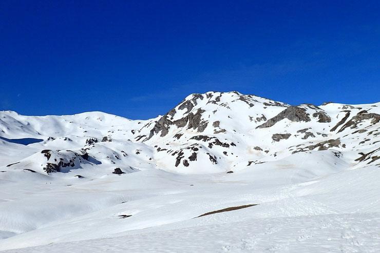 Premier raidillon passé, et superbe vue sur le Pic de la Gradillère, avec à gauche, le Pic de Canaourouye (2344m).