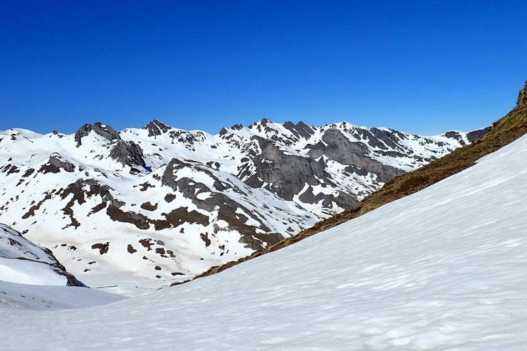 Col d'Anéou (2083m) avec vue vers Bious-Artigue.