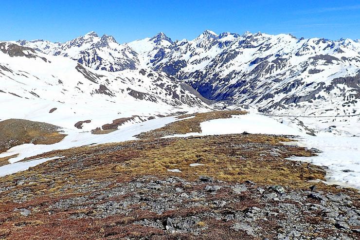 Jusqu'au Col d'Anéou, je devrais pouvoir éviter le zones enneigées.