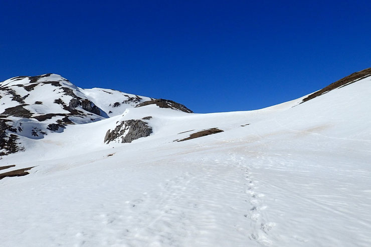 A l'pproche du Col d'Anéou. La neige tient bien encore.