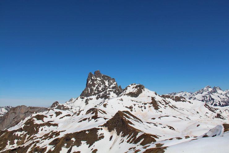 L'Ossau, avec à sa droite le Pic de Peyreget (2487m).