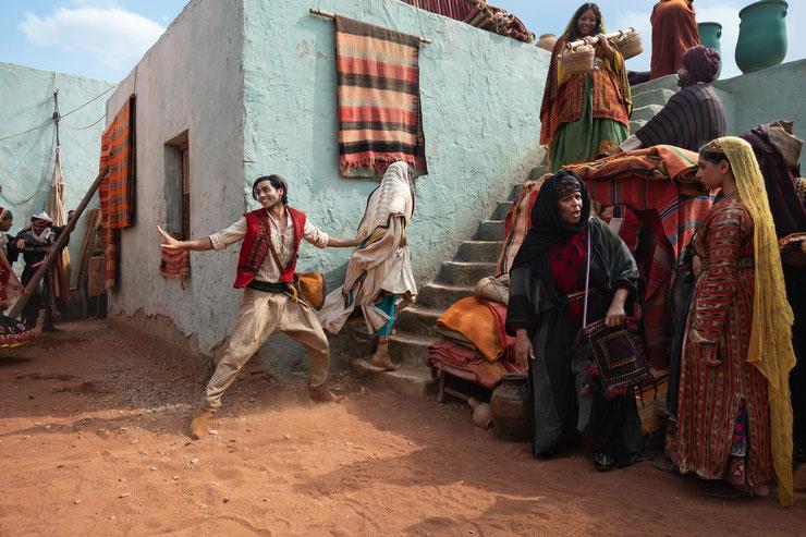 Aladdin (Mena Massoud) unterwegs in den Armenviertel von Agrabah