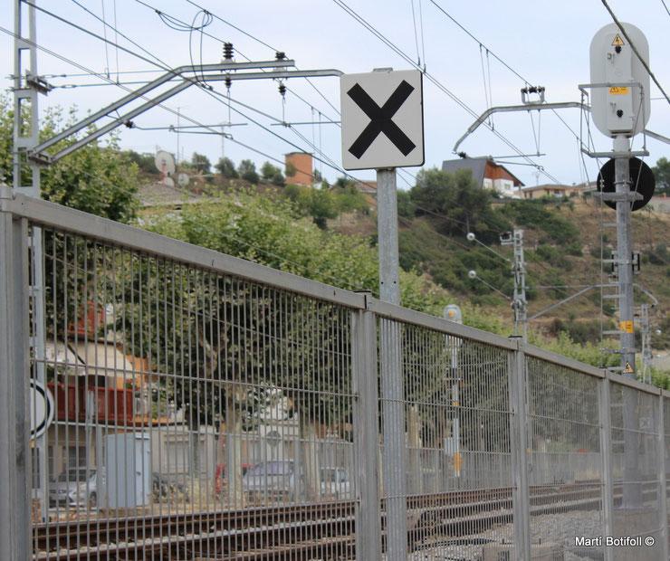 Pantalla de Proximidad a una señal de Paso a Nivel de Sant Vicenç de Castellet
