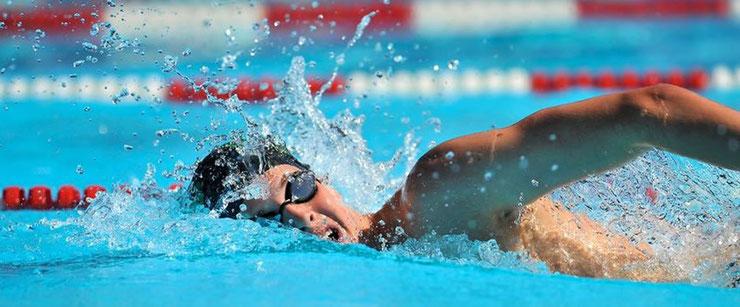 Nuotare fa bene. I benefici del nuoto.