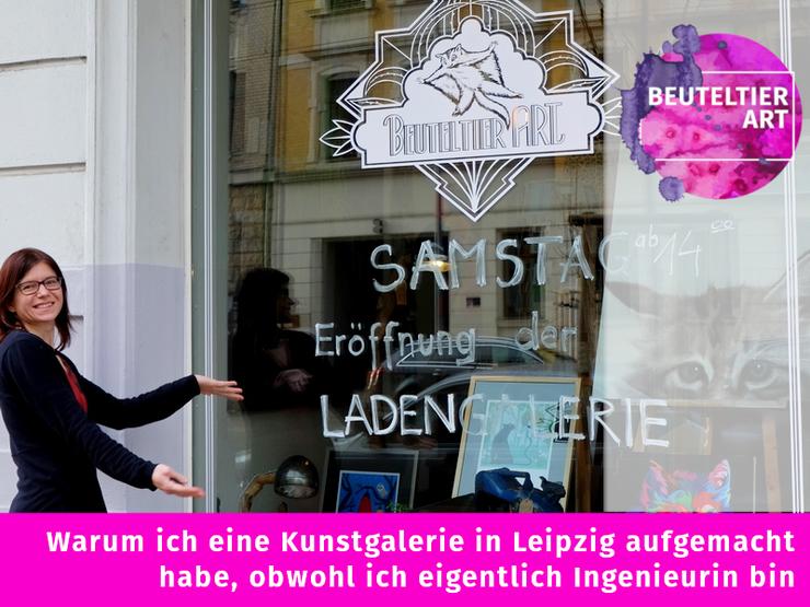Tag der Eröffnung meiner Galerie in Leipzig - Susanne Höhne vor dem Schaufenster der Kunstgalerie