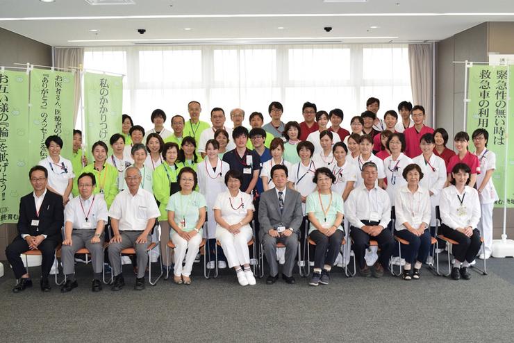 同会のメンバー。最前列向かって左から 4 人目が武田会長