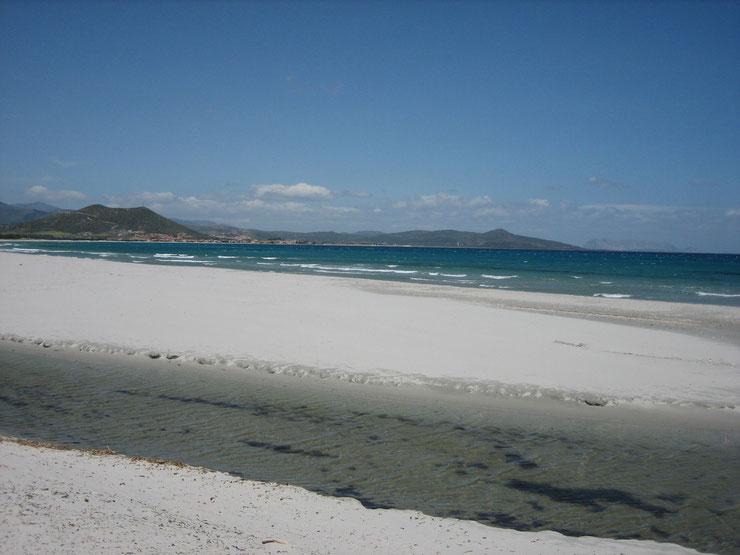 weisser Sandstrand auf Sardinien