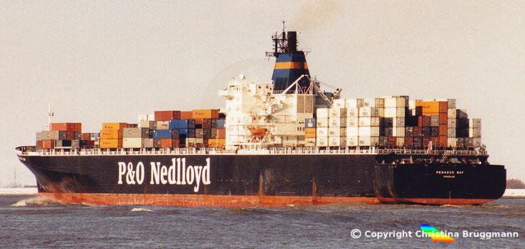 """Ex """"ACT 8"""" als """"PEGASUS BAY"""" in Fahr für P&O Nedlloyd im Jahr 2001"""