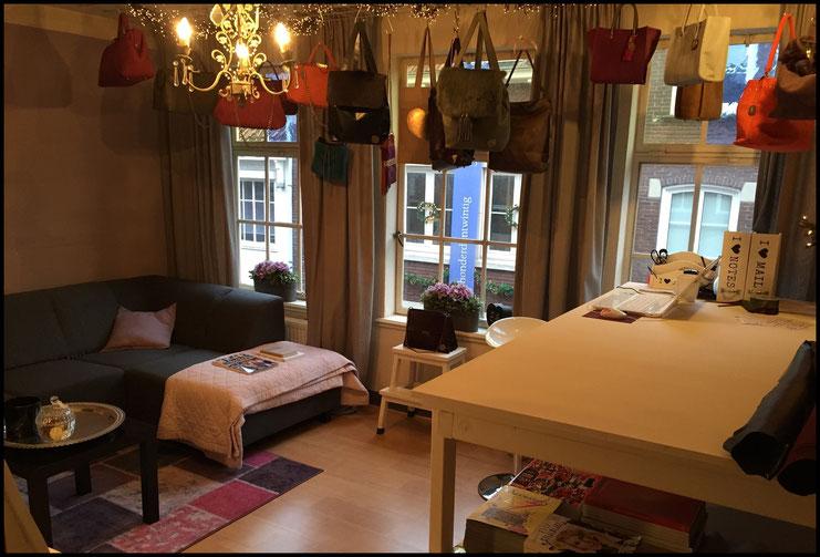 Mijn kleine showroom op Klaasstraat 14 - 3e verdieping in Venlo. Wil je komen kijken? Maak even een afspraak!