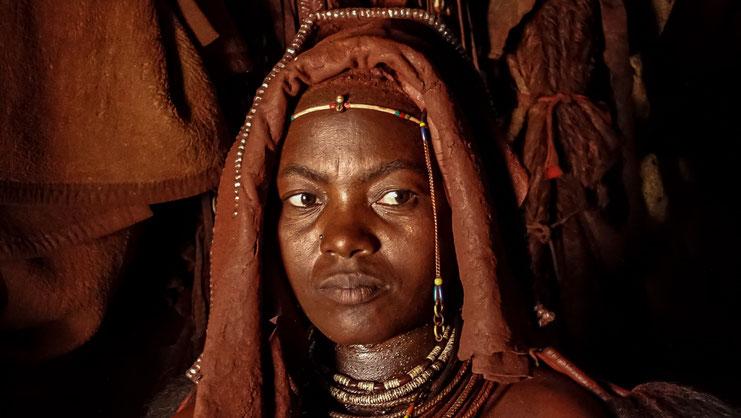 Femme Himba pensive, Namibie