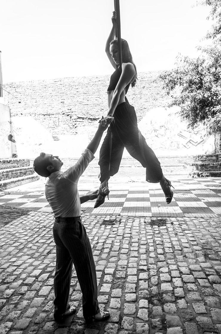 Cirque Tango
