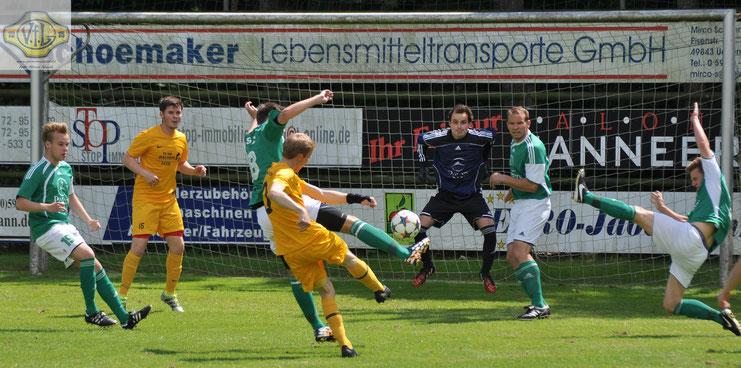 Auftakt zum Torreigen: Jan-Hendrik Westermann trifft in der zweiten Minute zur VfL-Führung
