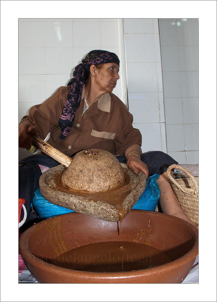 Marruecos, argán, cooperativa, Essaouira, mujer trabajadora,