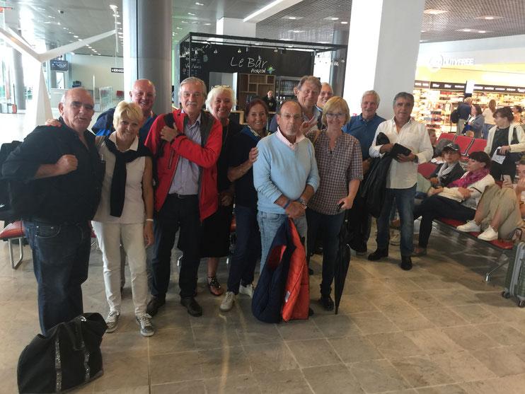 1.Le départ sous la pluie à l'aéroport de Nice