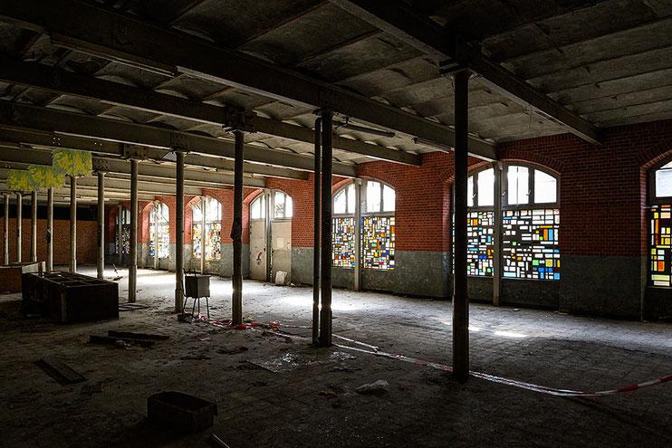 Fenster aus Glasbausteinen, Abandoned Place / Urbex alte Glasfabrik, NIKON Z7 mit 24mm PC-E, Foto: Dr. Klaus Schörner