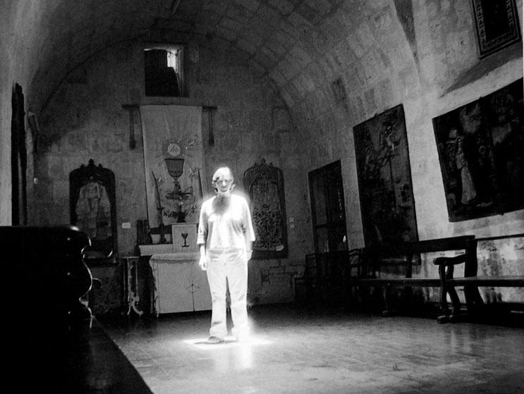 Conversaciones en la iglesia 1, 2004, Fotografía en b/n 35.5X28 cm