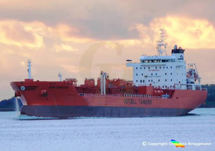 Chemie-/ Öltanker BOW TUNGSTEN, auf der Elbe, 27.10.2018