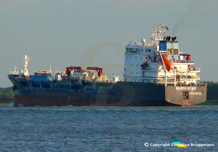 Chemie-/ Öltanker BLACK STAR, auf der Elbe, 13.09.2018