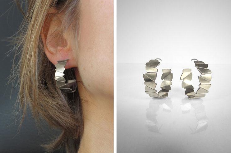 Boucles d'oreilles créoles FACE-A-FACE,  argent recyclé, éthique, responsable, Nelly CHEMIN facettes, organique, irrégulier, prisme, triangle, géométrique, écailles
