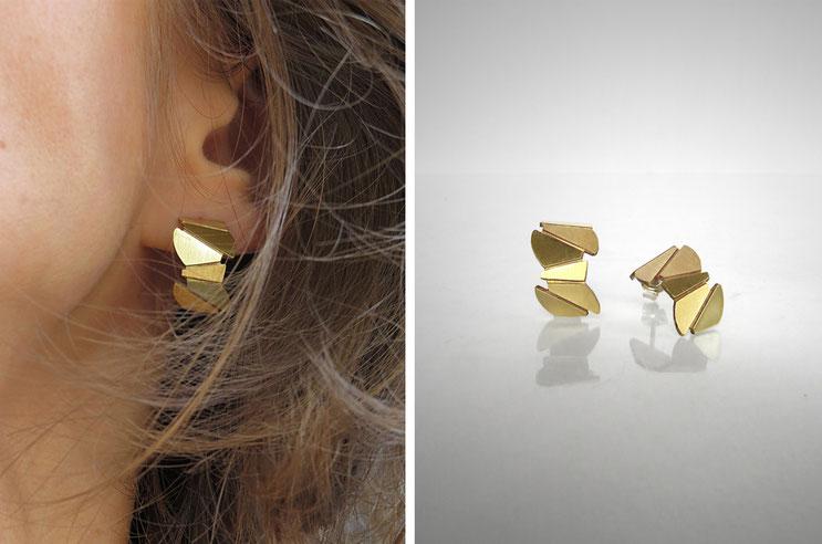 Boucles d'oreilles FACE-A-FACE,  laiton doré à l'or fin, Nelly CHEMIN facettes, organique, irrégulier, prisme, triangle, géométrique, écailles