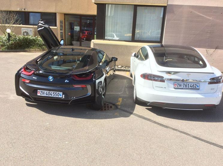 Wer macht wohl das Rennen? Tesla Model S vs. BMW i8
