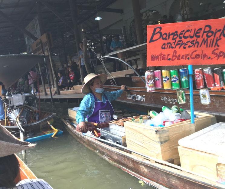 WEBデザインBEEはタイ旅行で水上マーケットに行きました。