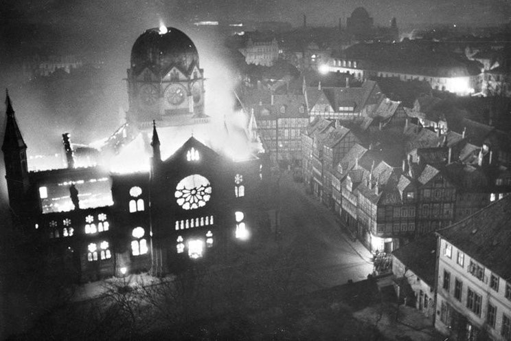 Brennende Synagoge in Hannover 1938